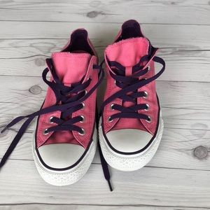 Converse lace up sneakers pink w heart tongue 7